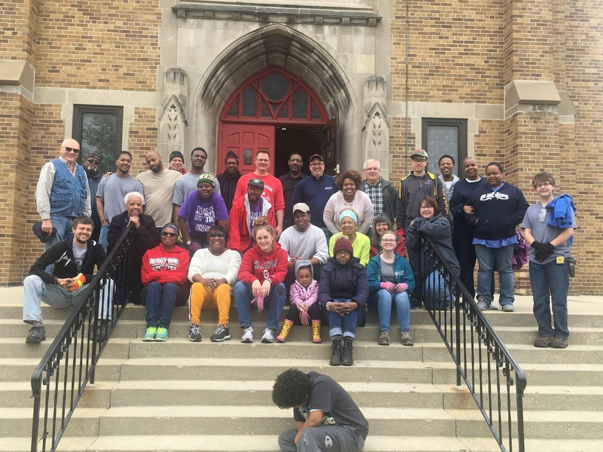 Spring-Cleanup-Day-Volunteers-at-Cross-Lutheran-Milwaukee